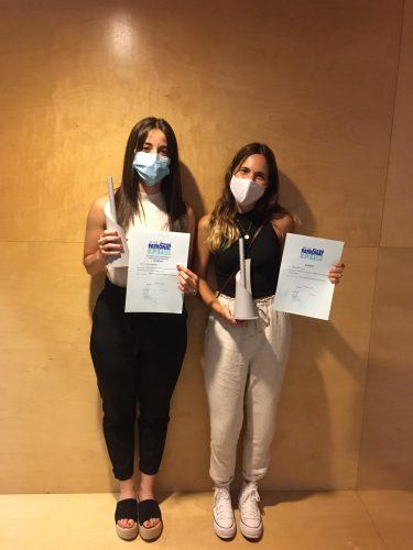Clara Barnés i Mar Giró amb els seus premis