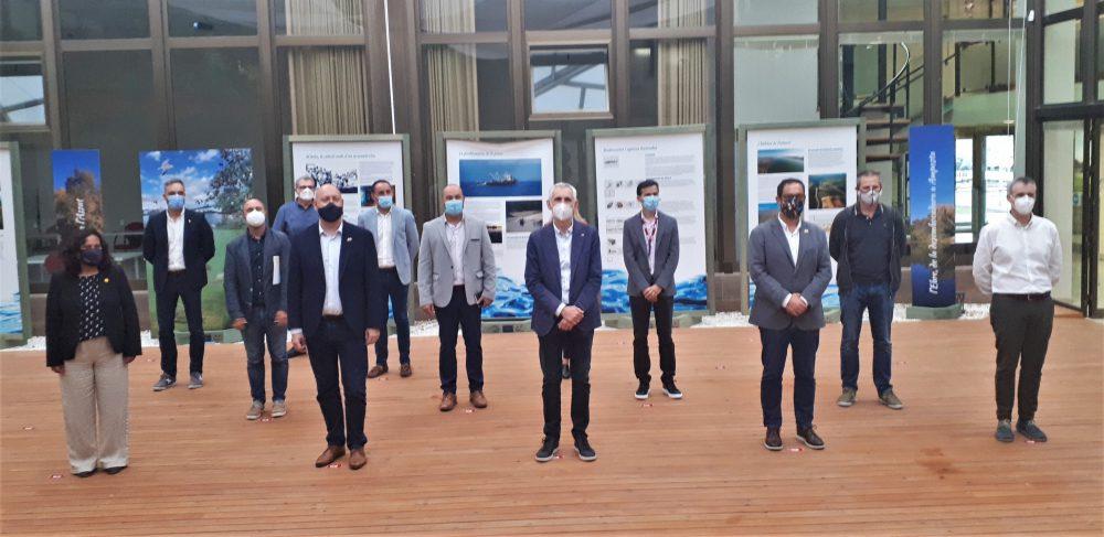Els assistents a la II Taula Institucional a l'Ebre posen per la foto